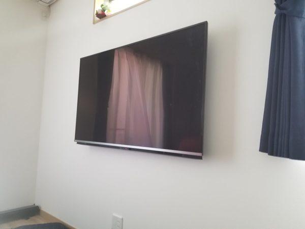 テレビ台を撤去する為、壁掛けテレビ施工